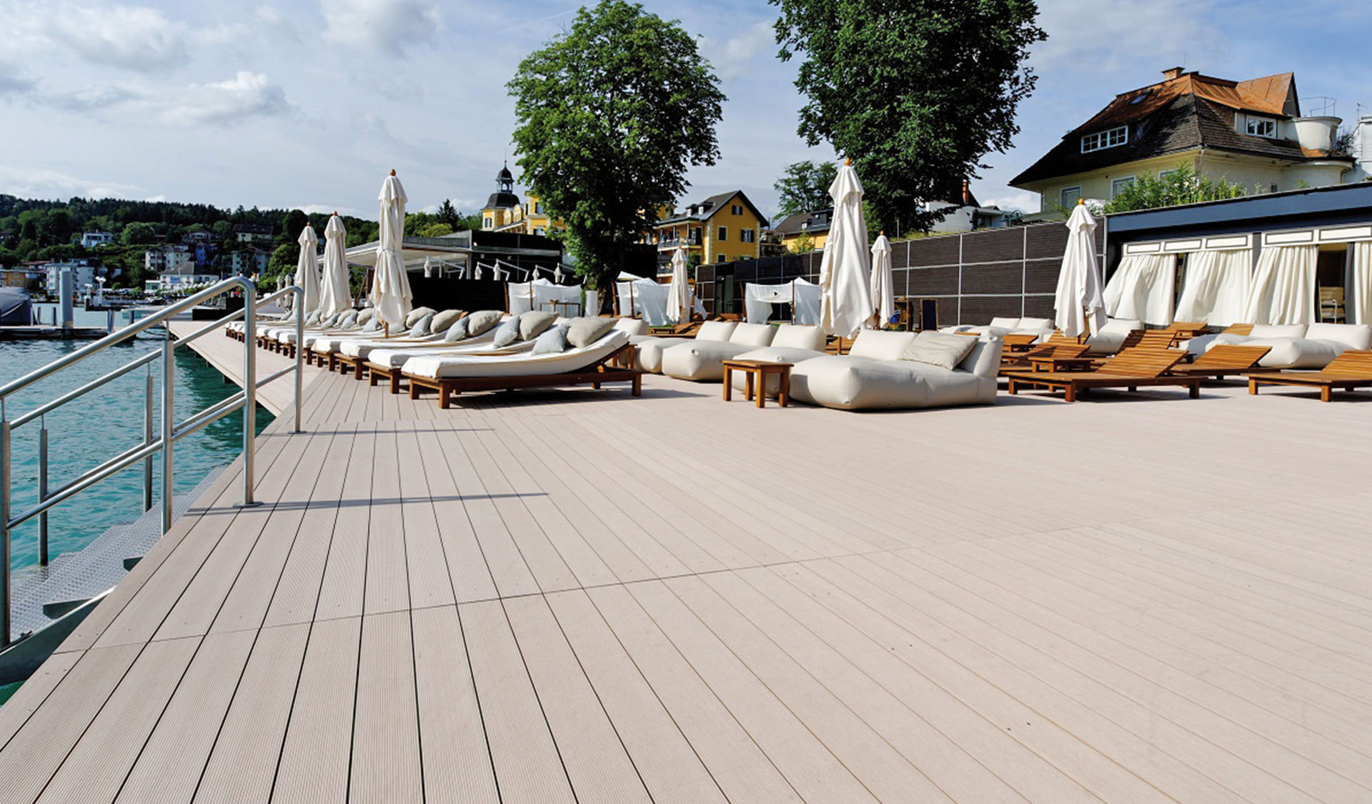 Water-repellent terrace boards from verando at a pool.